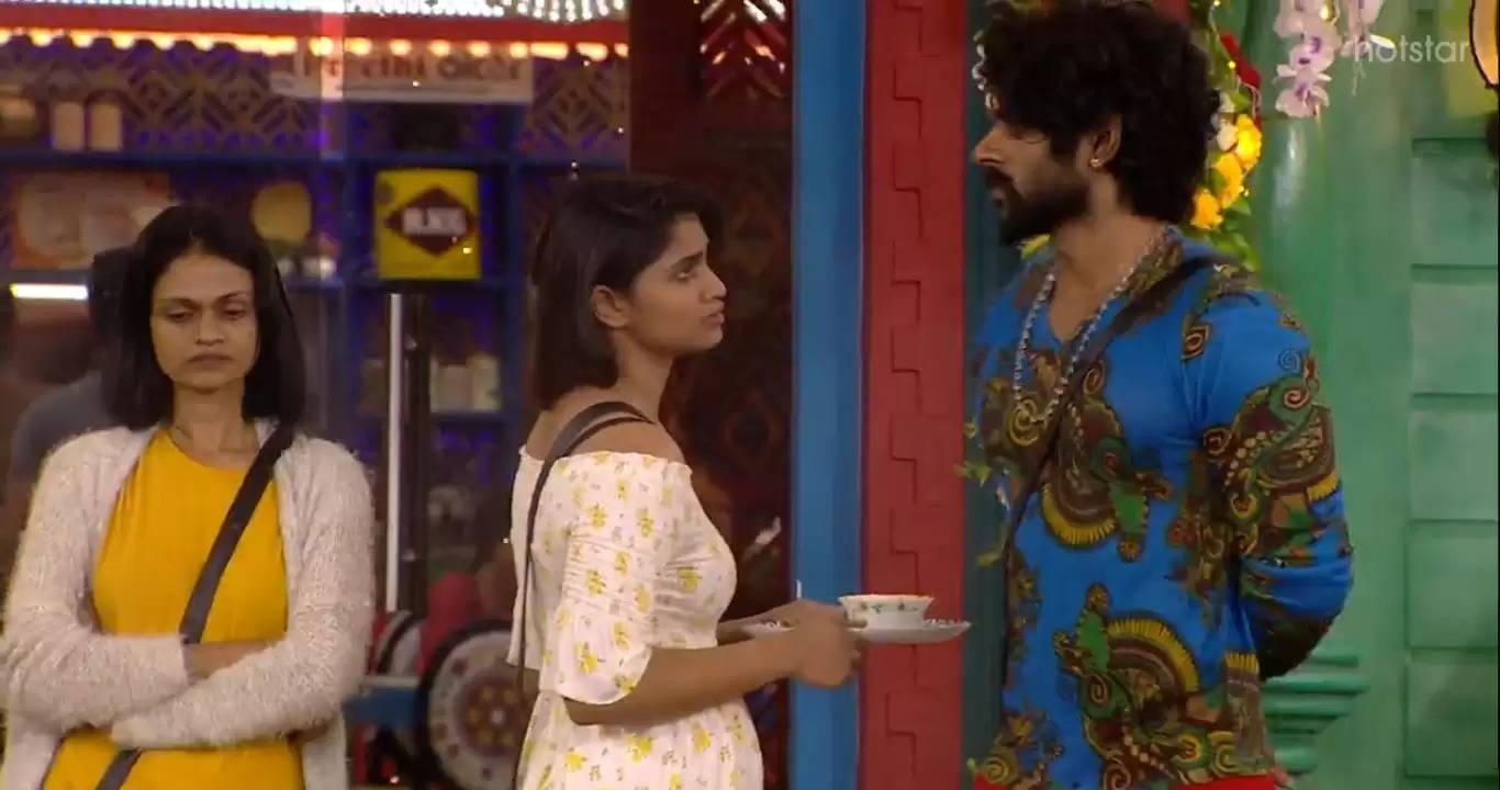 கேப்ரியல்லா Vs ஷிவானி – பாலா யார் பக்கம்? #BiggBoss4