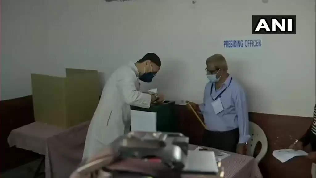 ஐதராபாத்தில் மாநகராட்சி தேர்தலுக்கான வாக்குப்பதிவு தொடங்கியது!