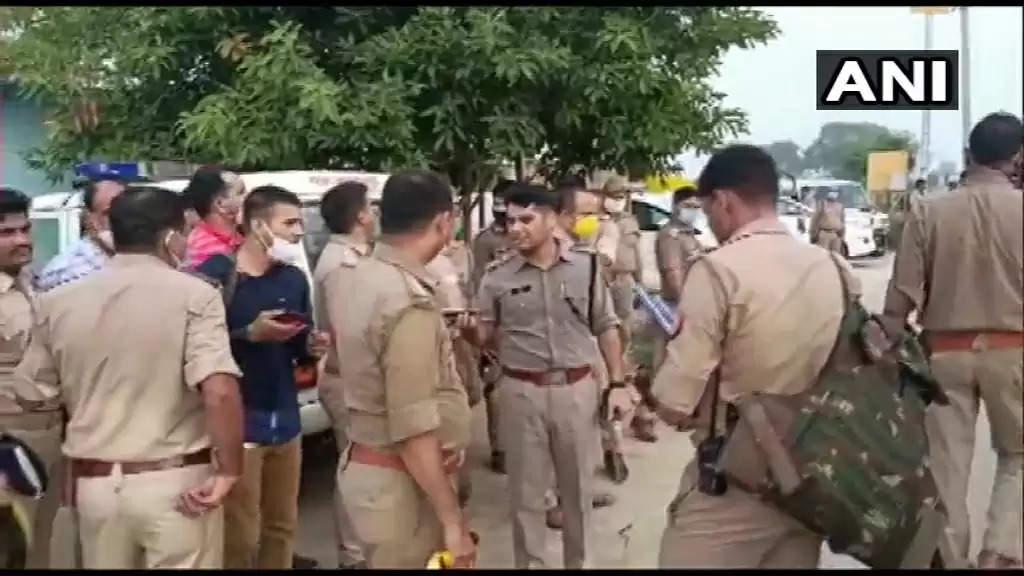 ரவுடிகளால் கொல்லப்பட்ட 8 போலீசாரின் குடும்பத்தினருக்கு ரூ.1 கோடி நிதி!