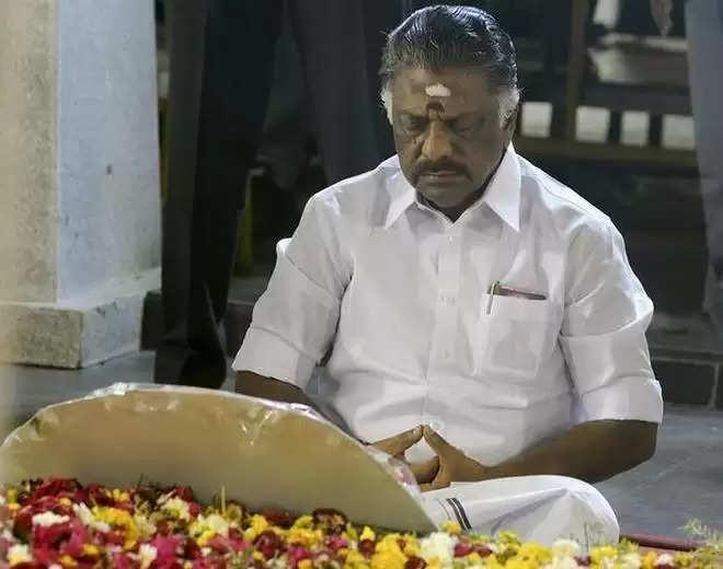 தமிழக அரசியல் களத்தை திசை திருப்பும் புதிரானவரா ஓ.பன்னீர்செல்வம் ?