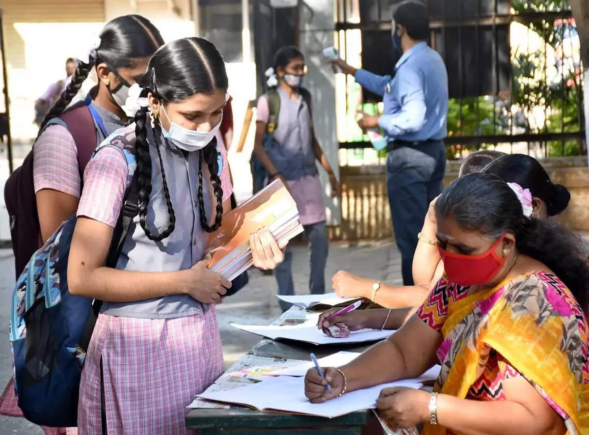 """""""கொரோனா அச்சம்"""": பிளஸ்-2 தேர்வு ஒத்திவைப்பா? – பள்ளிக் கல்வித் துறையின் முக்கிய அறிவிப்பு!"""