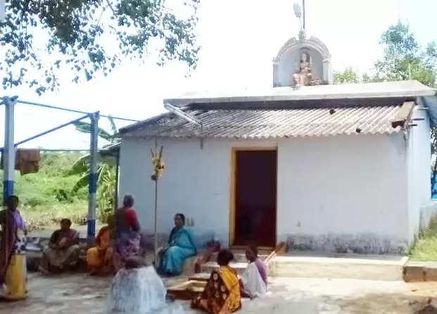 அரூரில் அம்மன் கோவில் மேற்கூரையை உடைத்து 25 சவரன் தங்க நகைகள் கொள்ளை!