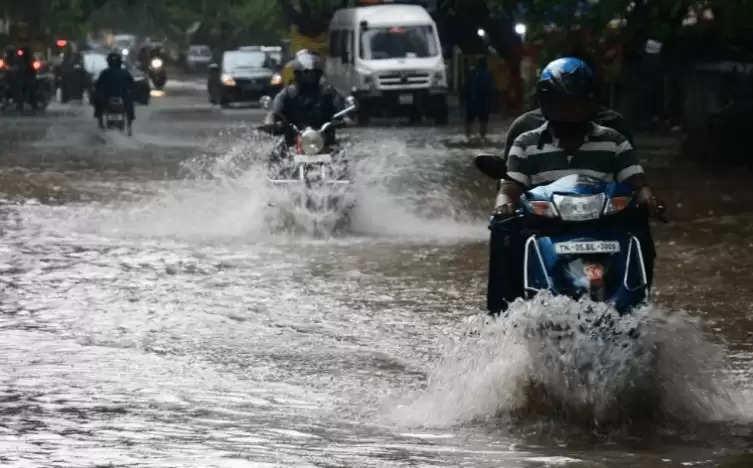தமிழகத்தில் 9 மாவட்டங்களில் கனமழை தொடரும்!!