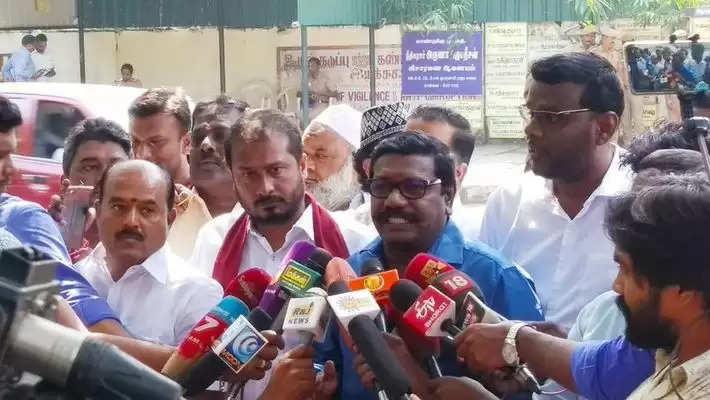 """""""தேர்தல் ரேஸில் ஒதுங்கிய கருணாஸ்""""; முடிவுக்கு வந்த அலப்பறை!!"""