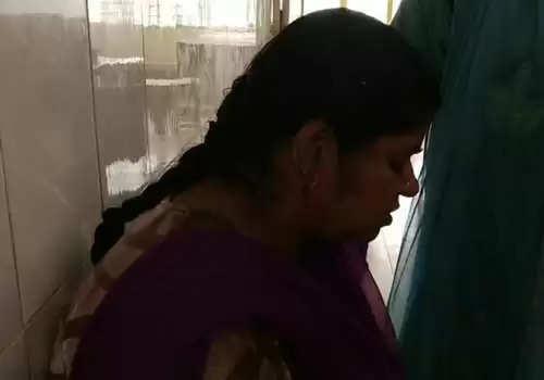 மனைவி அசந்த நேரம் பார்த்து காதை அறுத்து கம்மலை எடுத்துக்கொண்டு ஓடிய கணவன்