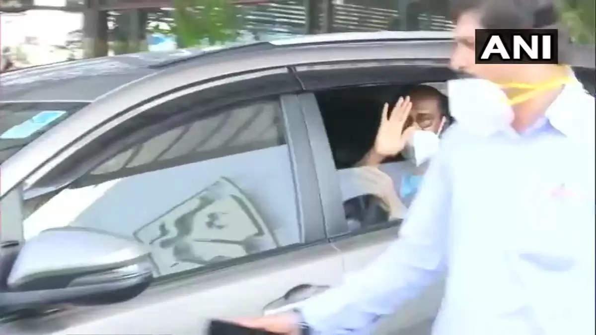 ரஜினி டிஸ்சார்ஜ் செய்யப்பட்டார்!ஒரு வாரம் பெட் ரெஸ்ட்!