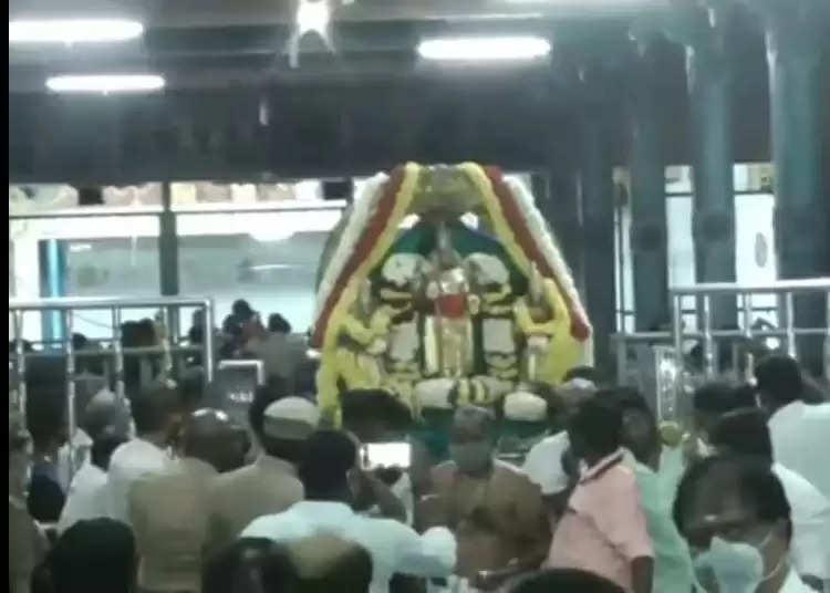 திருத்தணி முருகன் கோயிலில் பிரம்மாண்ட தீபம் ஏற்றி வழிபாடு