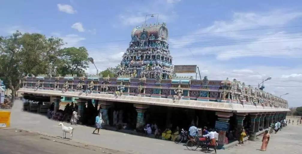 ஆடிப்பூரம் – ஈரோட்டில் கோவில்கள் மூடப்பட்டதால், வெளியே நின்று வழிபட்ட பக்தர்கள்!